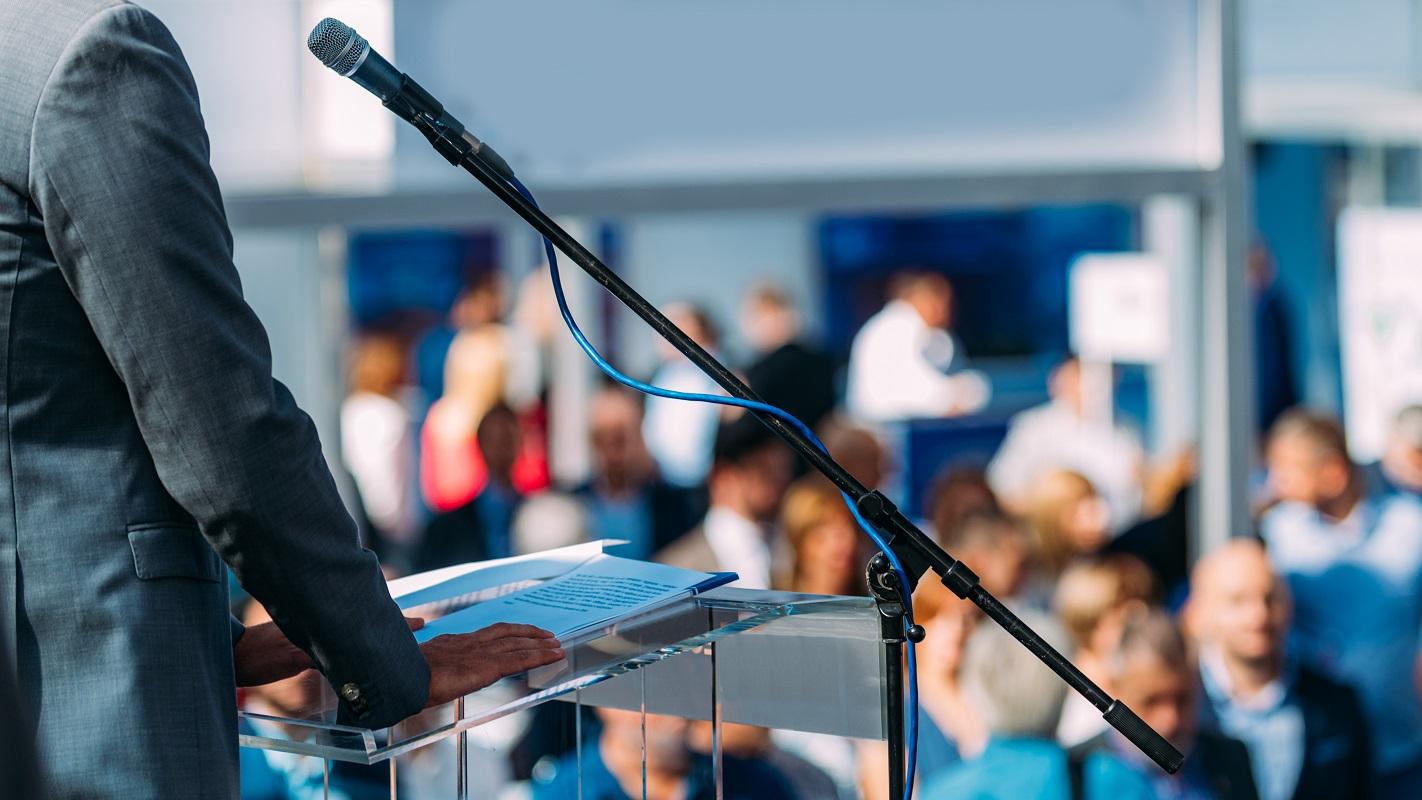 9 Tips Public Speaking untuk Menarik Perhatian Audiens
